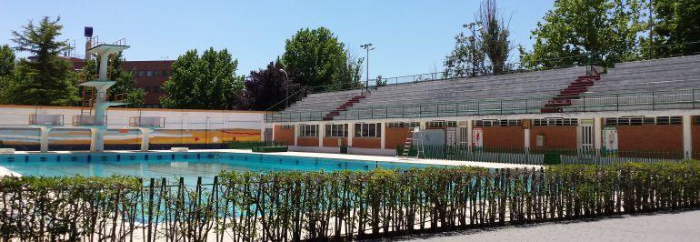 Todo listo para el primer chapuz n del verano albacete for Piscina municipal ciudad real