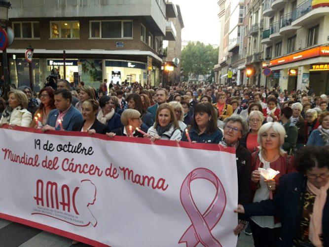 Albacete se funde en una marea rosa que lucha contra el cáncer