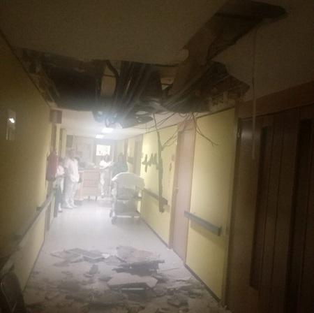 Comienzan los trabajos de reparación del techo de escayola caido en el hospital de Albacete
