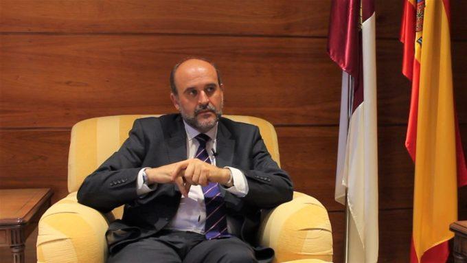 La Junta augura que al menos cuatro partidos entren en las Cortes regionales