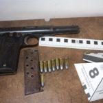 La Policía Nacional detiene a dos mujeres que intentaban introducir armas en el barrio de la Milagrosa